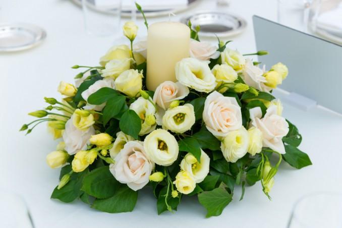 matrimonio, centrotavola, fiori e candele