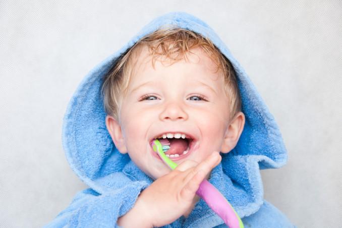 educare lavare denti