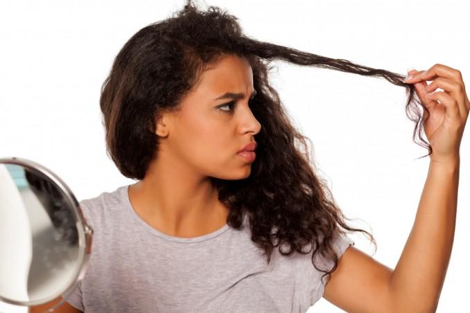 capelli ricci in modo naturale