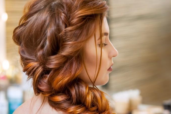 capelli mossi, trecce, senza piastra