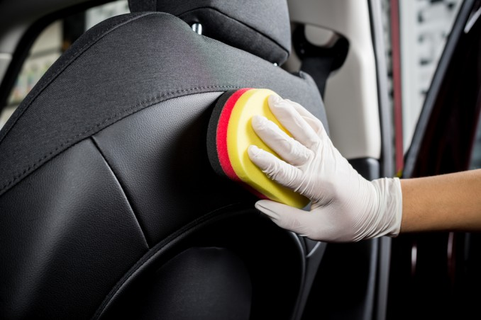 pulire sedili auto tessuto