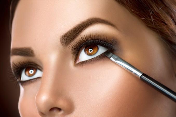 come mettere eyeliner, pennello angolato