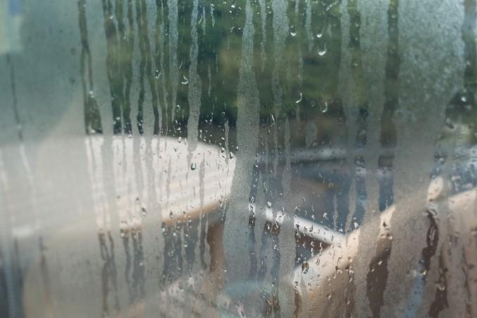 Ridurre l'umidità è funzionale per la prevenzione dei danni alle stanze e la salute