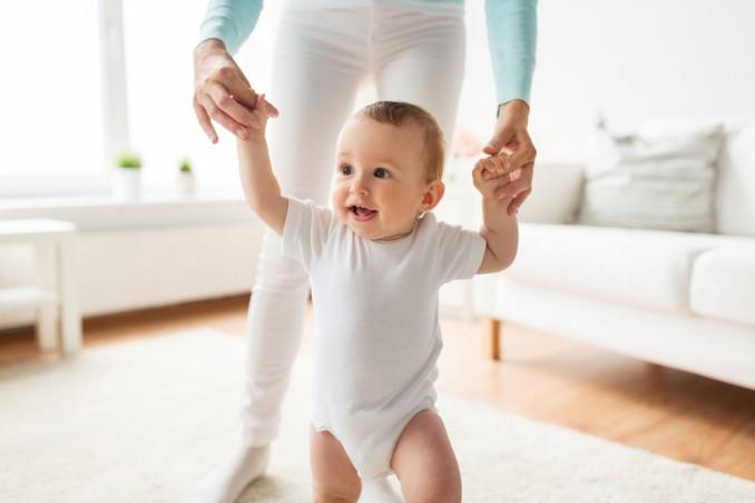 quando inizia camminare bambino