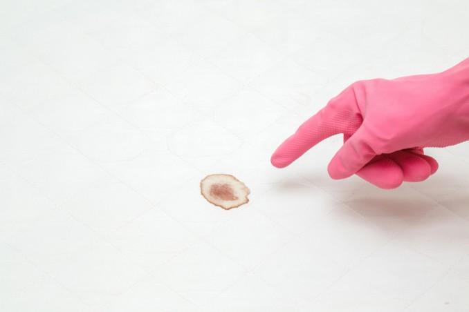 come togliere macchie sangue materasso, macchie sangue materasso