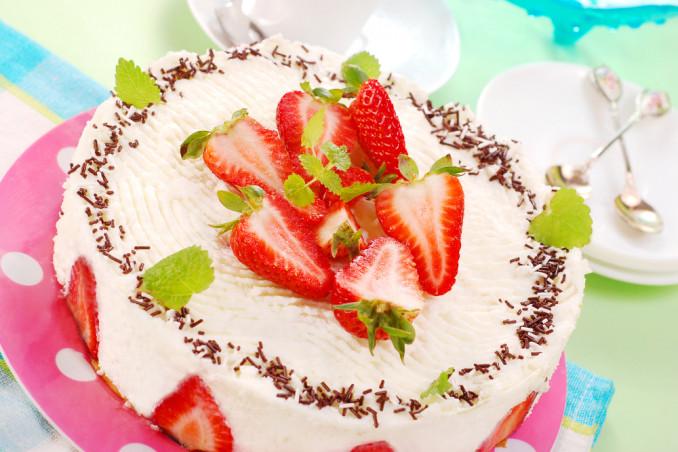 torte compleanno decorate panna, torte decorate panna
