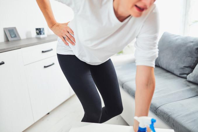 mal di schiena pulizie domestiche, mal di schiena pulizie casa, mal di schiena faccende domestiche