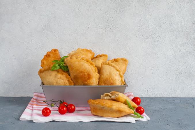 calzoni fritti pugliesi, come si preparano, ricette della Puglia