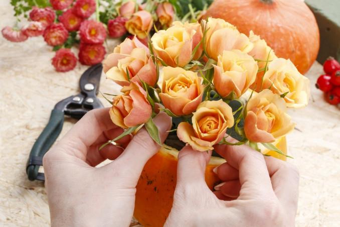 come decorare zucca fiori, decorare zucca