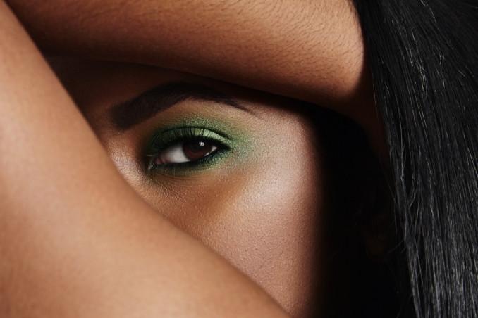 trucco occhi, iride marrone, ombretto verde