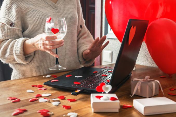 san valentino a distanza, cose da fare videochiamata, san valentino videochiamata