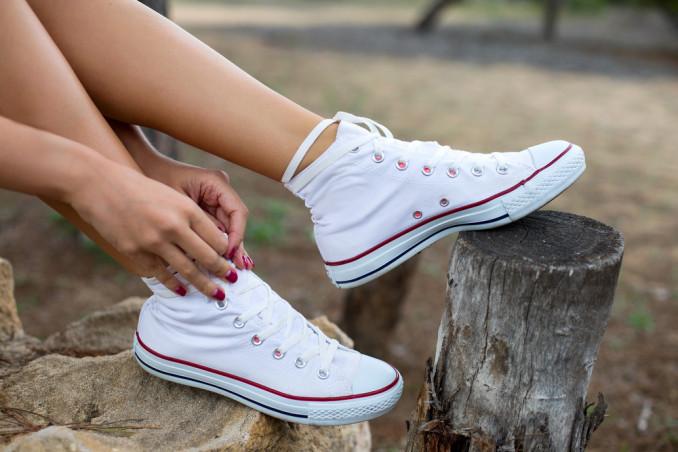 allaccio sneakers