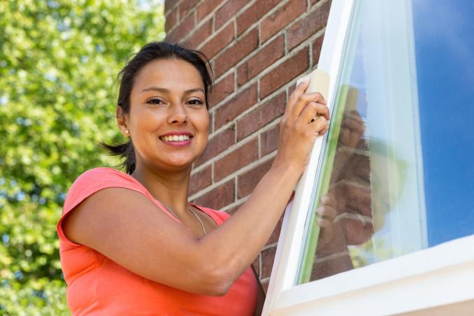 finestre legno rovinate dal sole, come rinnovare finestre legno
