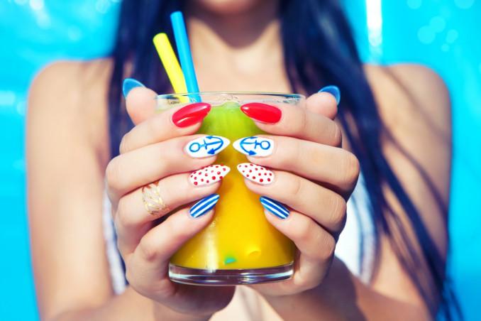 nail art estate, 2021 beauty trend, decorazione unghie