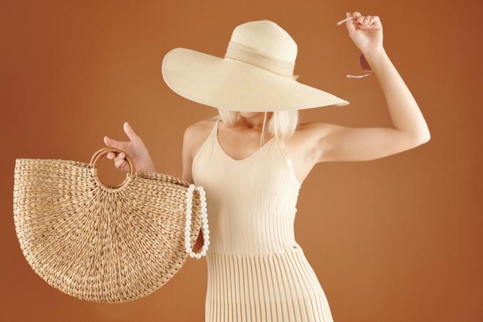 Pulire la borsa in paglia